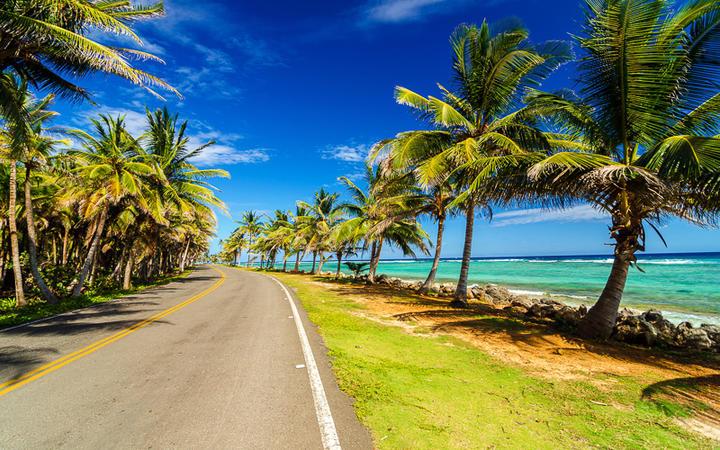 Schnellstraße entlang der Küste der Insel San Andres, Kolumbien © Jess Kraft / Shutterstock.com