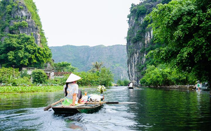 Die Grotte Tam Coc in der Provinz Ninh Binh © Hoang Tran / Shutterstock.com