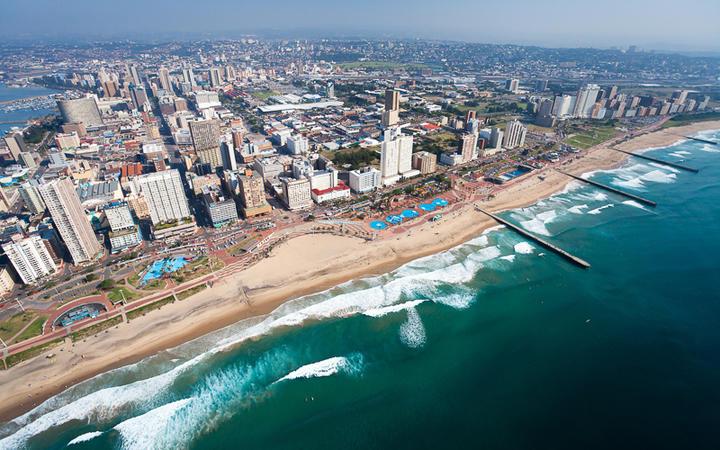 Blick auf die Küste von Durban, Südafrika © michaeljung / Shutterstock.com