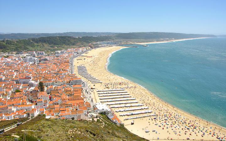 Die Küste von Nazare, Portugal © efiplus / Shutterstock.com