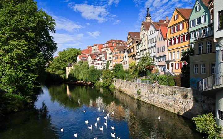 Tübingen am Neckar - Häuserfront am Fluss © Jens Goepfert / shutterstock.com