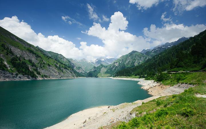 Lago di Luzzone © Peter Wey / Shutterstock.com