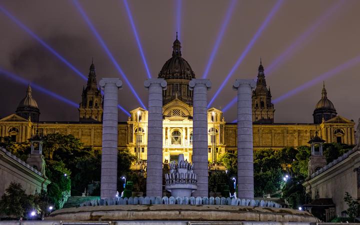 Der Nationalpalast von Montjuic bei Nacht, Barcelona, Spanien © Shchipkova Elena / shutterstock.com