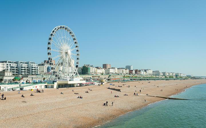 Der Strand von Brighton ist ein beliebtes Ziel für Touristen und die Briten, England © Steve Mann / shutterstock.com