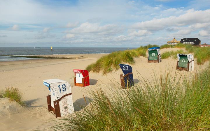 Strandstühle auf der Insel Borkum © Ivonne Wierink / shutterstock.com