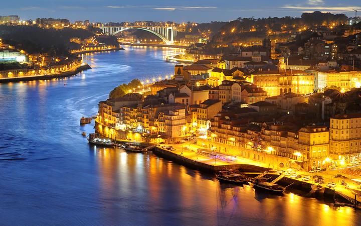 Blick auf den Fluss Duero mitten in Porto © Nick K. / Shutterstock.com